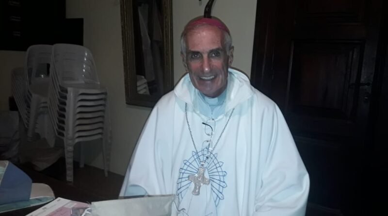 El Obispo Hugo Santiago estuvo en nuestra ciudad y habló en Radio Rojas