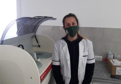 La bioquimica Mariana Gonzales hablo en Radio Rojas, en el dia alusivo.