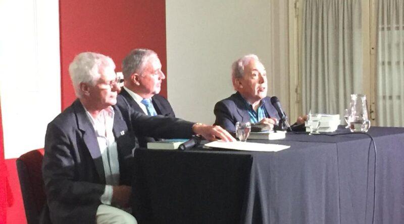 Hugo Silveira presentó su libro «Pueblos y parajes…» ante una multitud